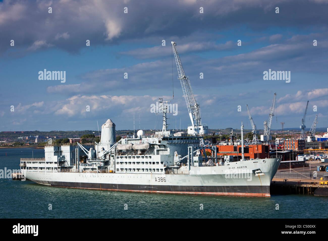 RFA Fort Austin A386 ankern in Portsmouth Harbour England UK Stockbild