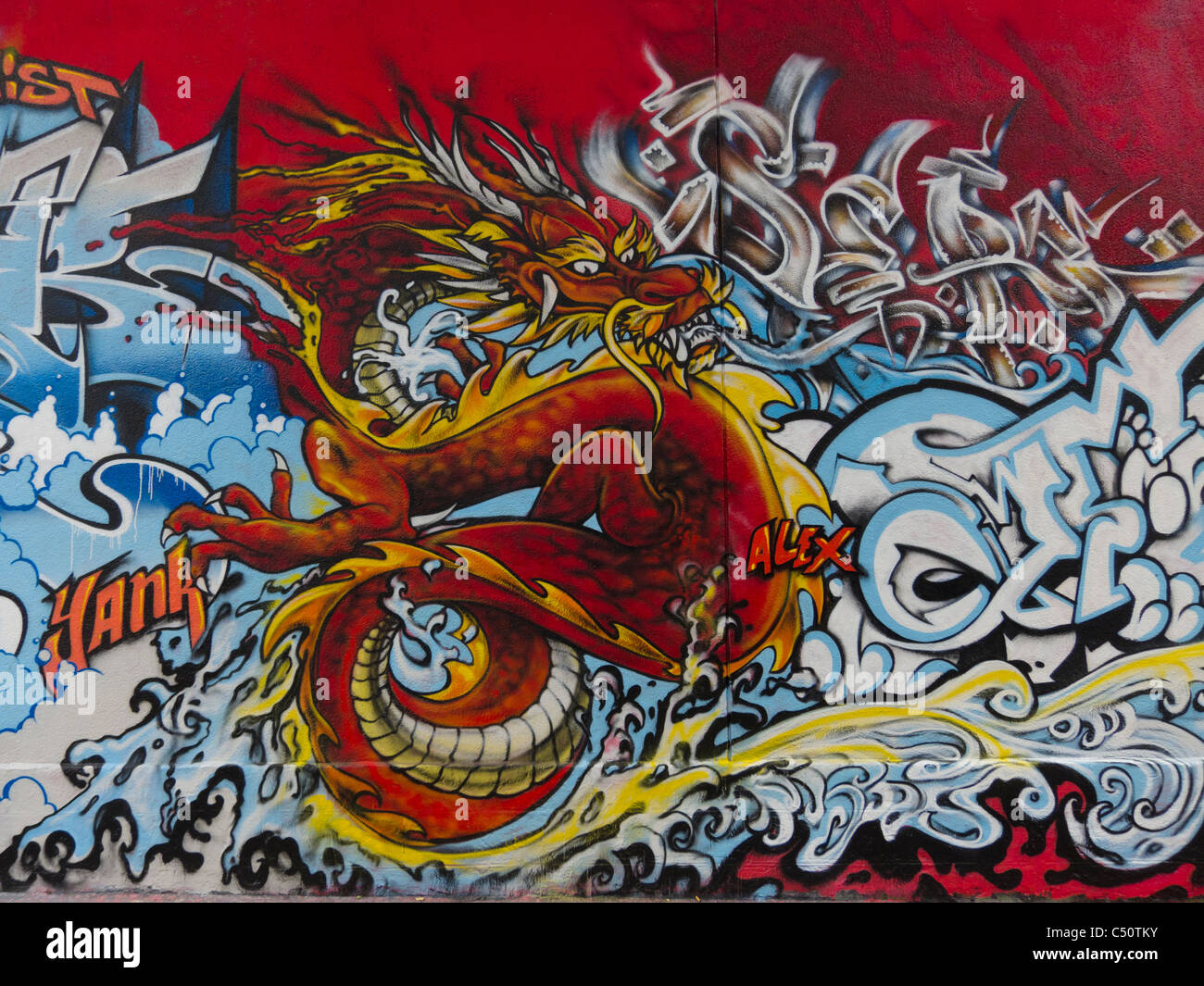 Paris, Frankreich, Graffiti-Künstler Gemälde Wallstreet, asiatischen Drachen Grafik Illustration, Kunst Stockbild
