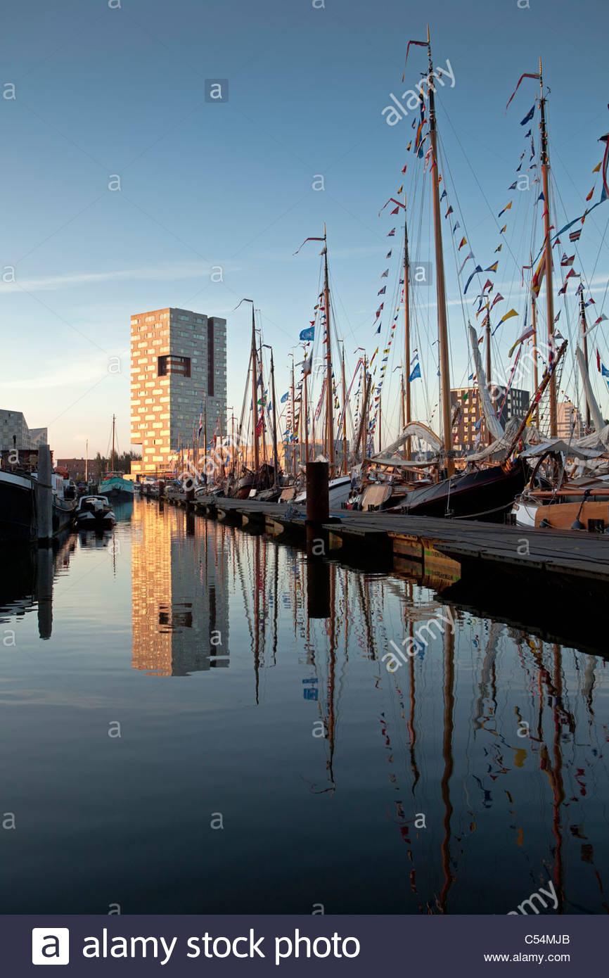 Niederlande, Amsterdam, Segel, Segel-Event feierten alle 5 Jahre. SEGEL-2010. Segelschiffe festgemacht im Hafen. Stockbild