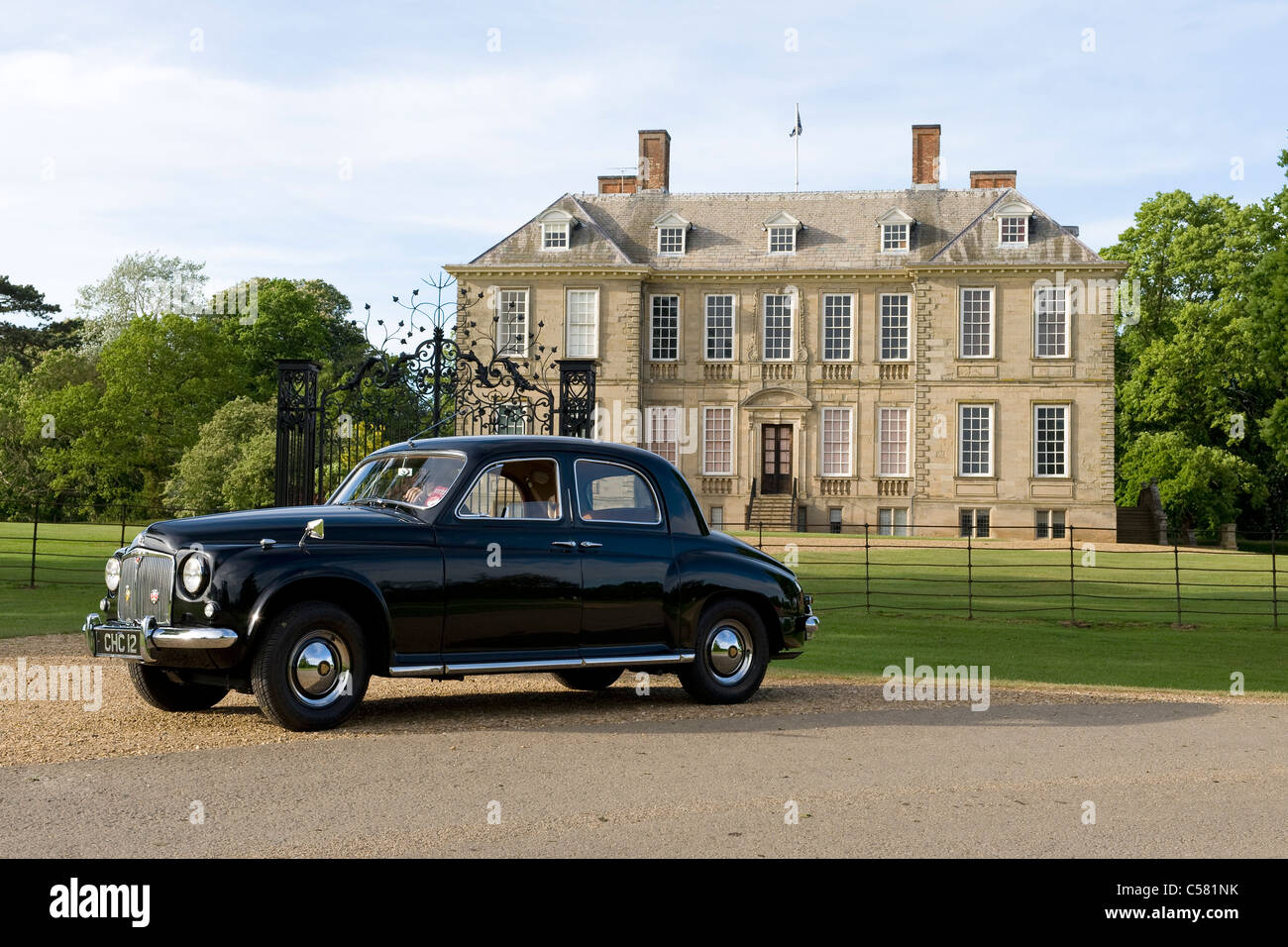 Oldtimer Rover 75 P4 motor vor Stanford Hall, Leicestershire, UK Stockbild