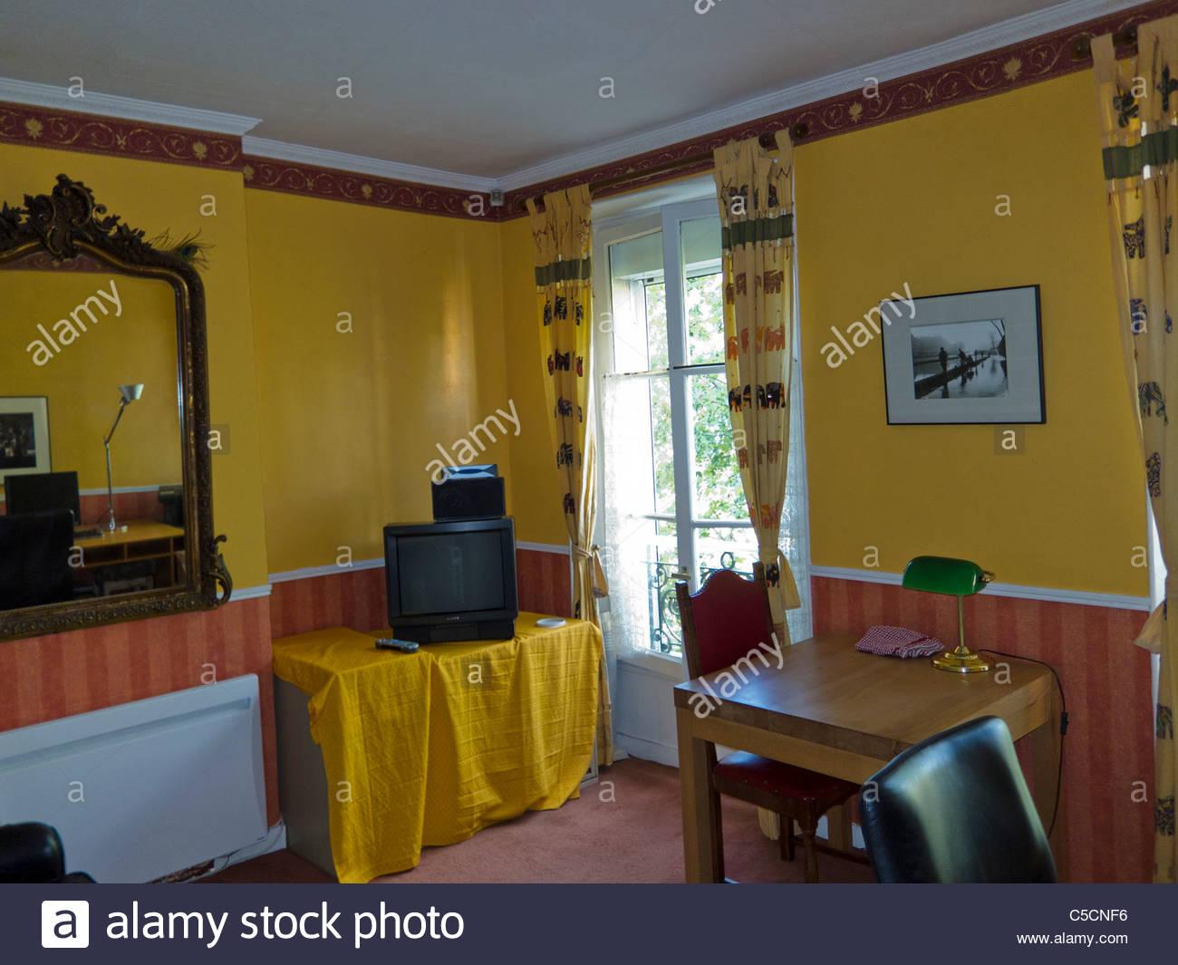 Paris, Frankreich, Ferienwohnungen Und Ferienhäuser Auf Internet, Wohnung  Inneneinrichtung, Wohnzimmer Studio