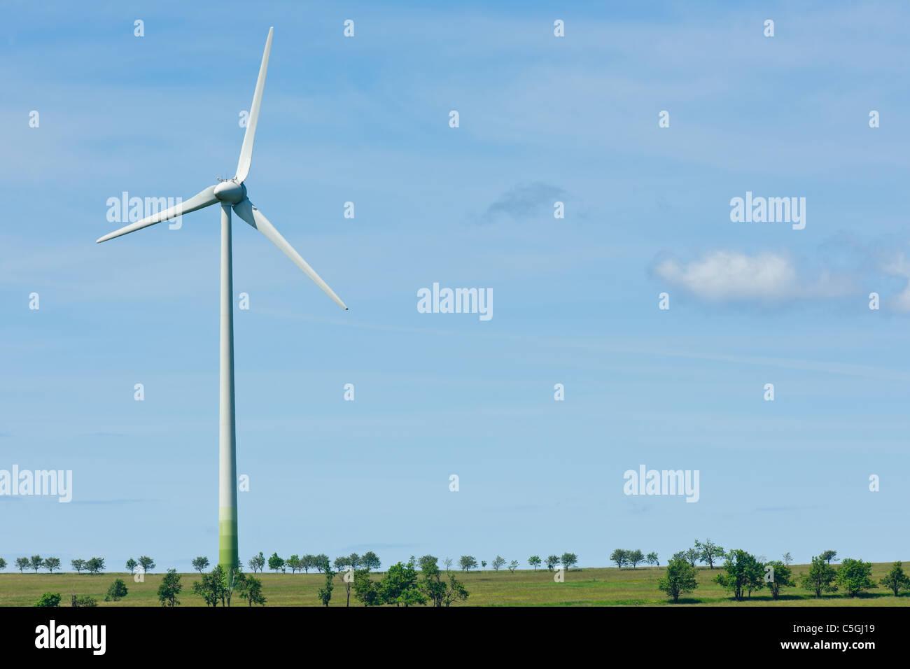 Ökostrom Windmühle Generatoren Ökologie Landschaft blaue Himmel Stockbild