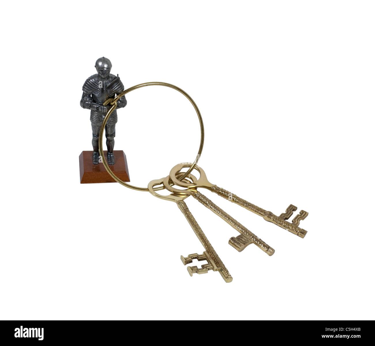 Schlüssel zum Königreich gezeigt von einem mittelalterlichen Ritter hält eine Reihe von komplizierten Stockbild
