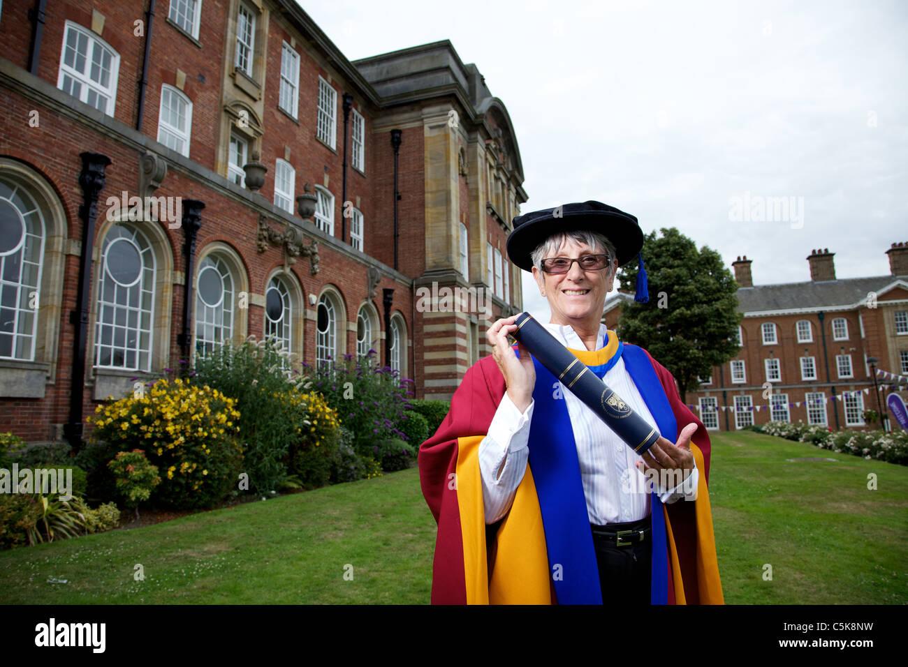 Dorothy Hyman erhält einen ehrenamtlicher Promotion of Sports Science Award der Leeds Metropolitan University, Stockbild
