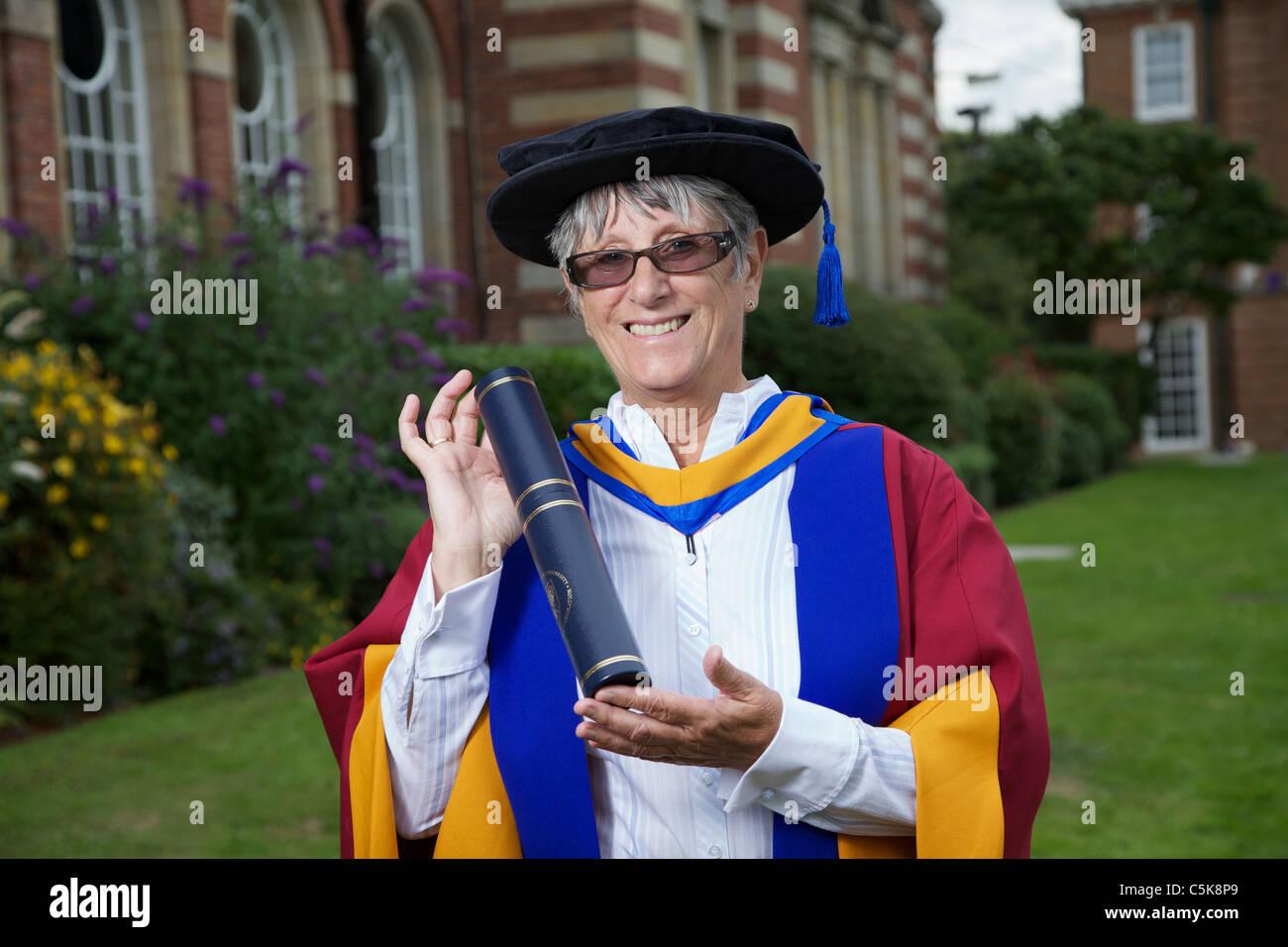Dorothy Hyman erhält einen ehrenamtlicher Promotion of Sports Science Award an der Leeds Metropolitan University Stockbild