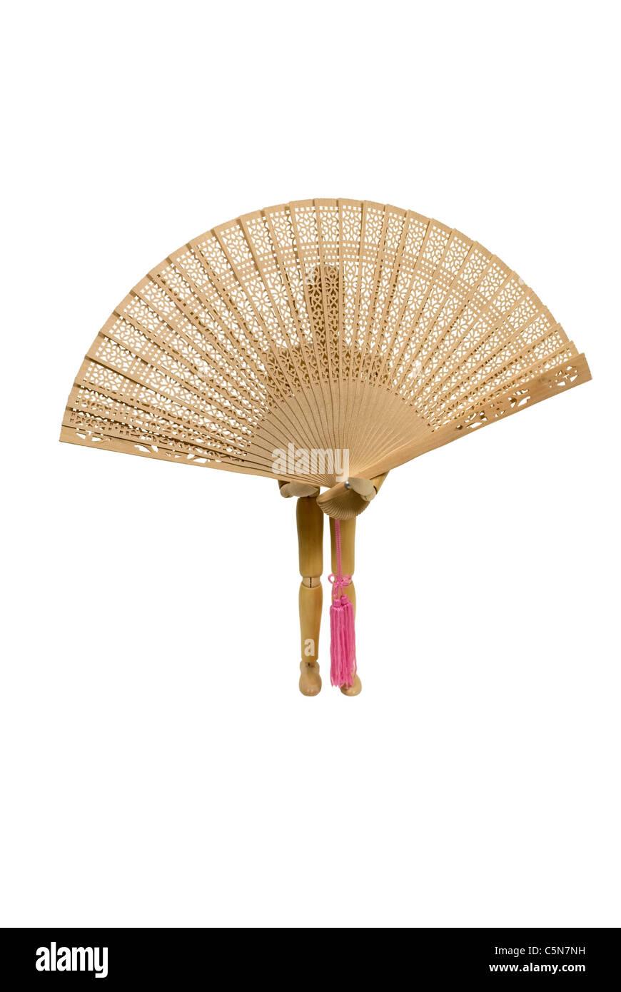 Model holding eine zarte asiatische Fan mit komplizierten Muster aus Holz - Pfad enthalten Stockbild