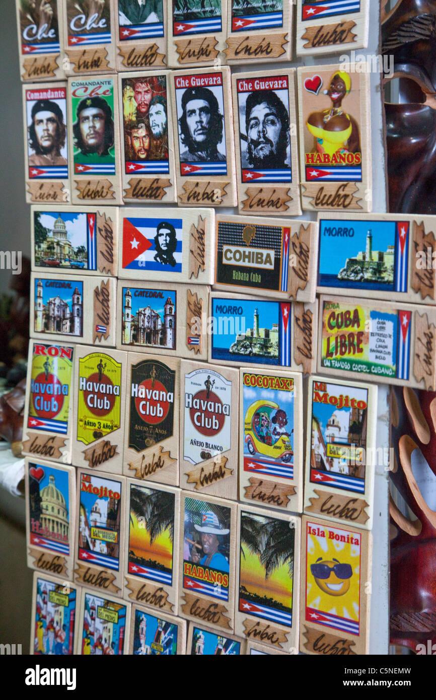 Kuba, Havanna. Souvenir-Plaques, Che Guevara, kubanischer Rum. Stockbild