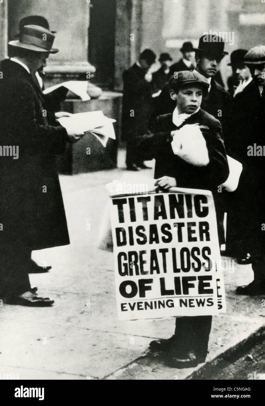 Die newsboys Bekanntgabe der Untergang des Schiffes Titanic, London, 1912 Stockbild