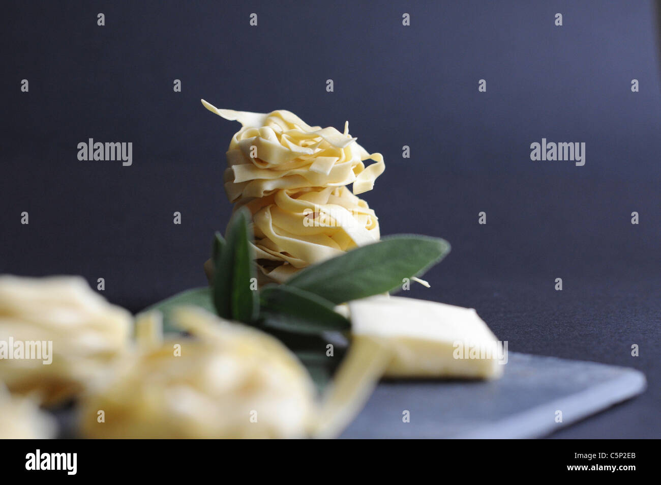 Zutaten für Tagliatelle al Burro di salvia Stockbild