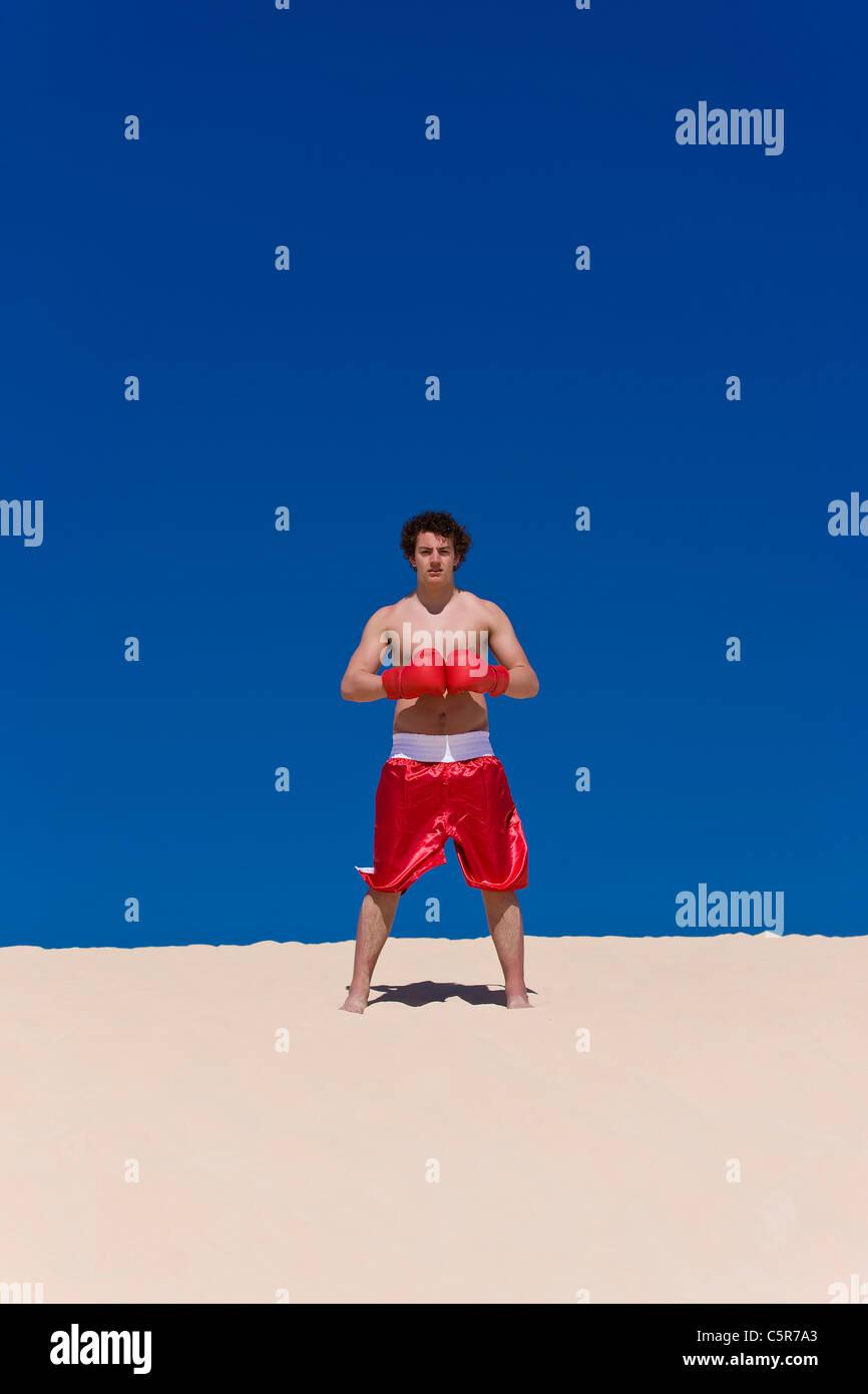 Boxer ist bereit mit Handschuhen verbunden Stockbild