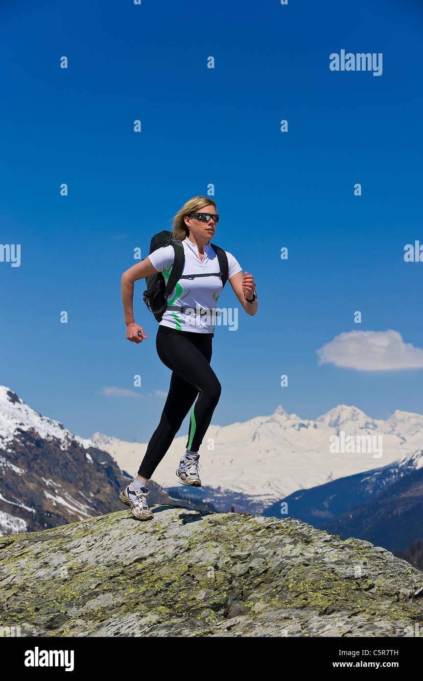Jogger laufen auf dem Dach der Welt Stockbild