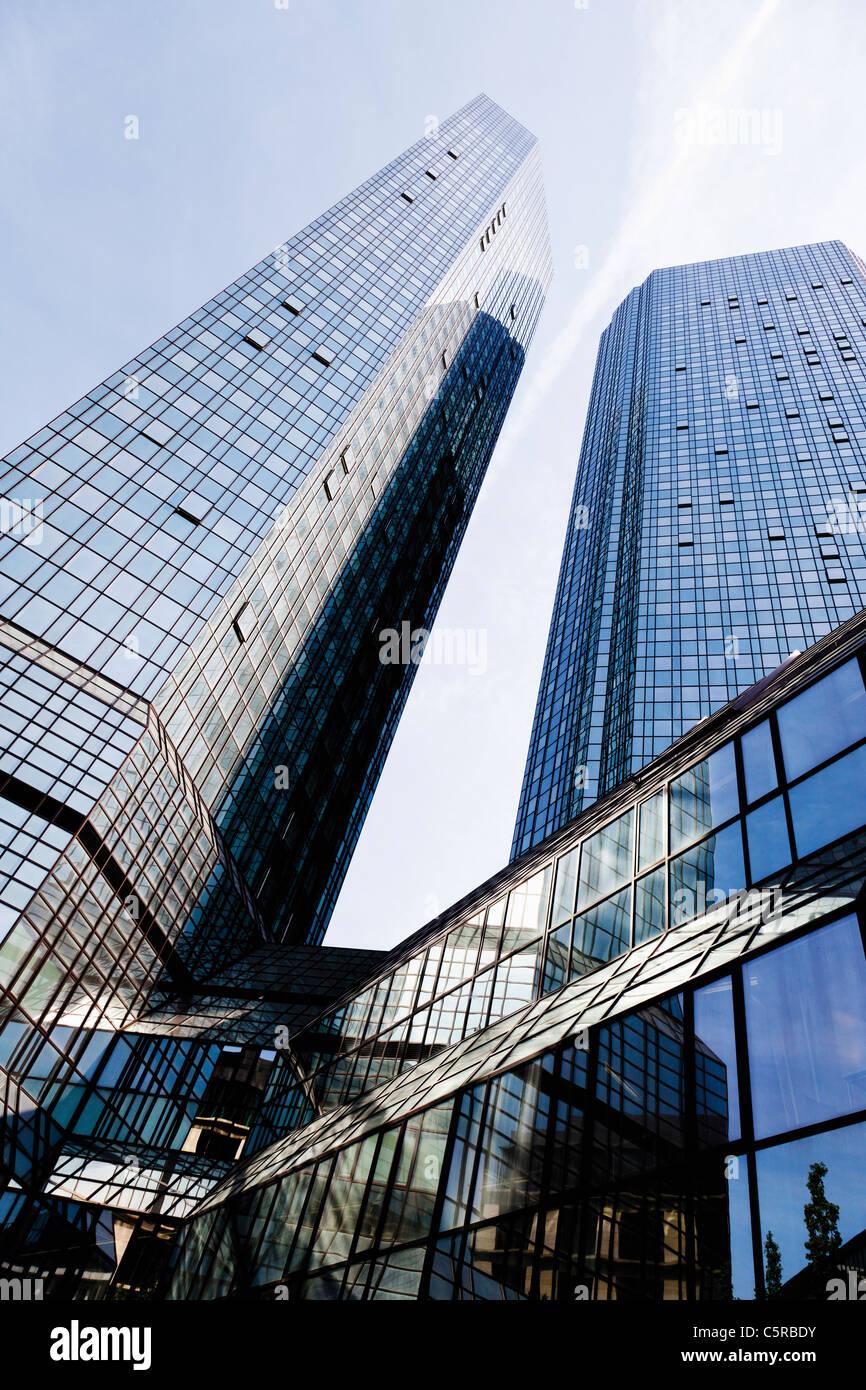 Europa, Deutschland, Frankfurt am Main, Ansicht der Deutschen Bank mit Wolkenkratzer Stockbild