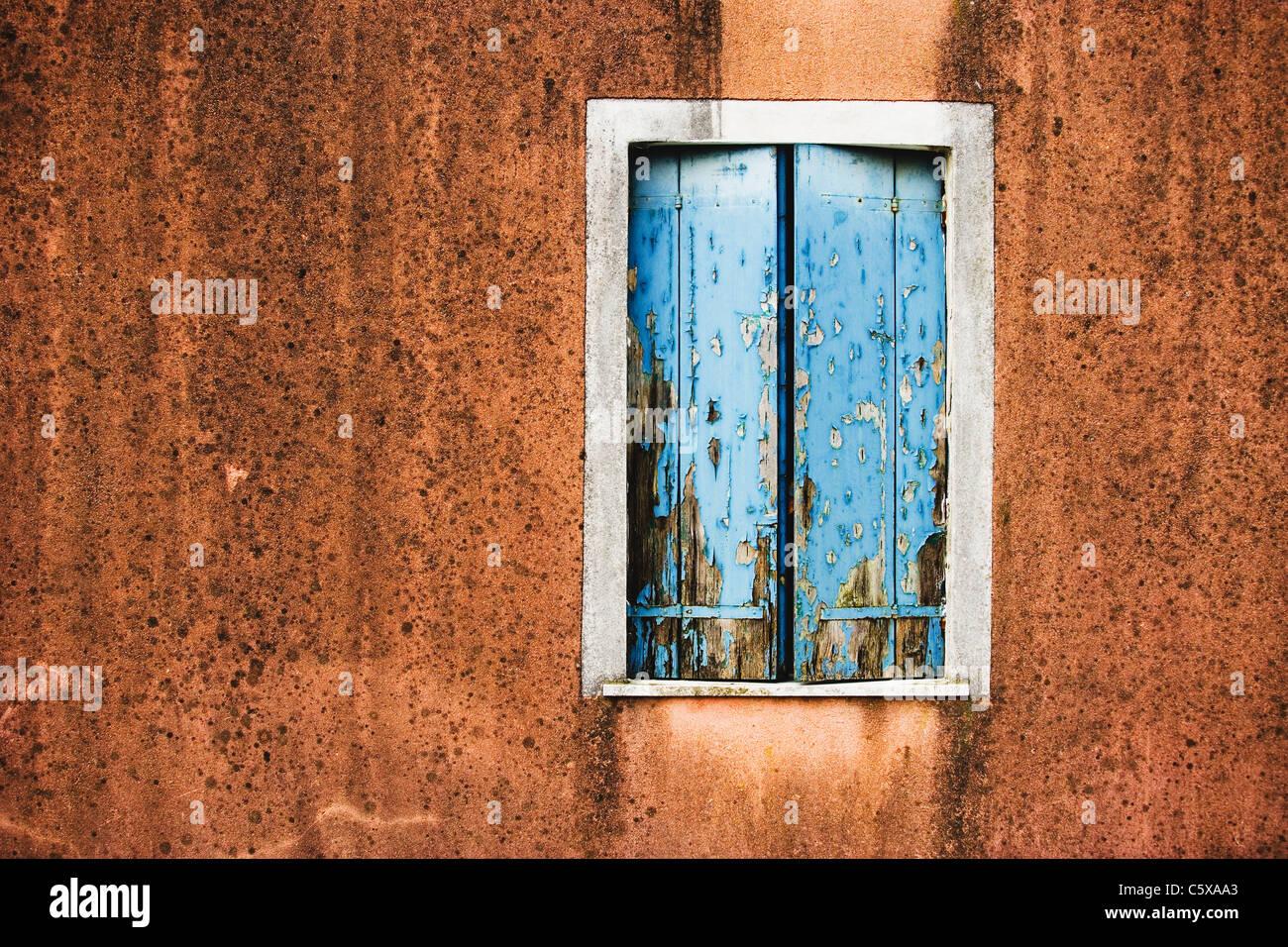 Fassade, verwittert Fensterläden, Nahaufnahme Stockbild