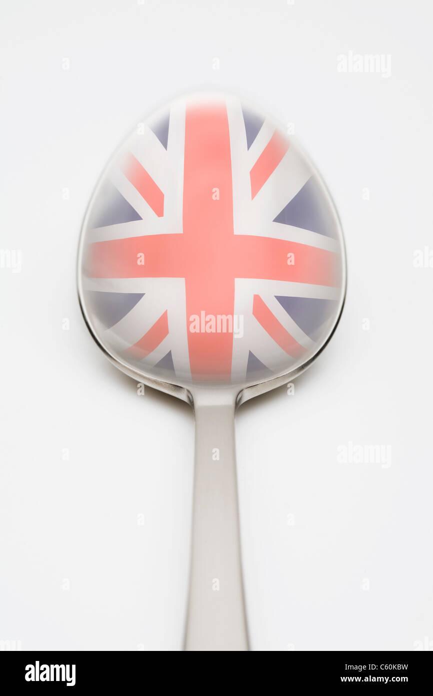 Britische Flagge spiegelt sich im Löffel Stockbild