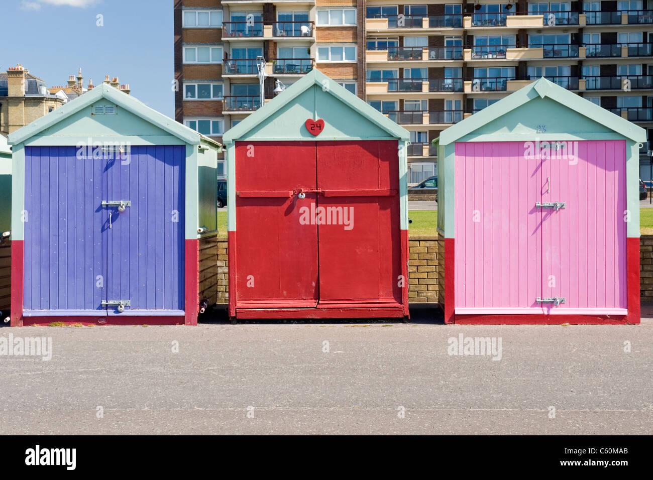 East Sussex, Hütten tatsächlich Hove, bunt oder bunte Strand an der Promenade oder direkt am Meer Stockbild