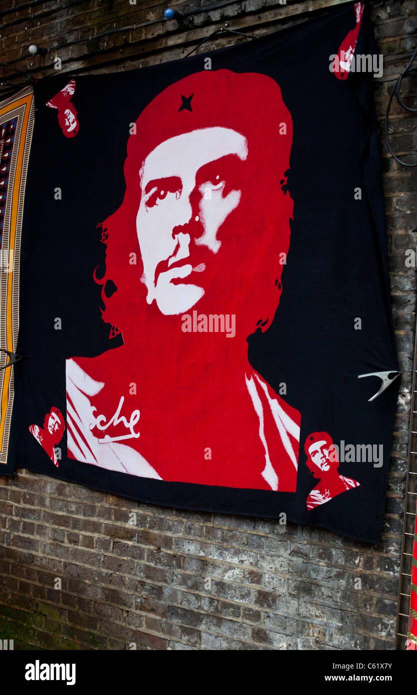 Che Guevara werfen hängen an einer Wand, Camden Town, London, England, 2011 Stockbild