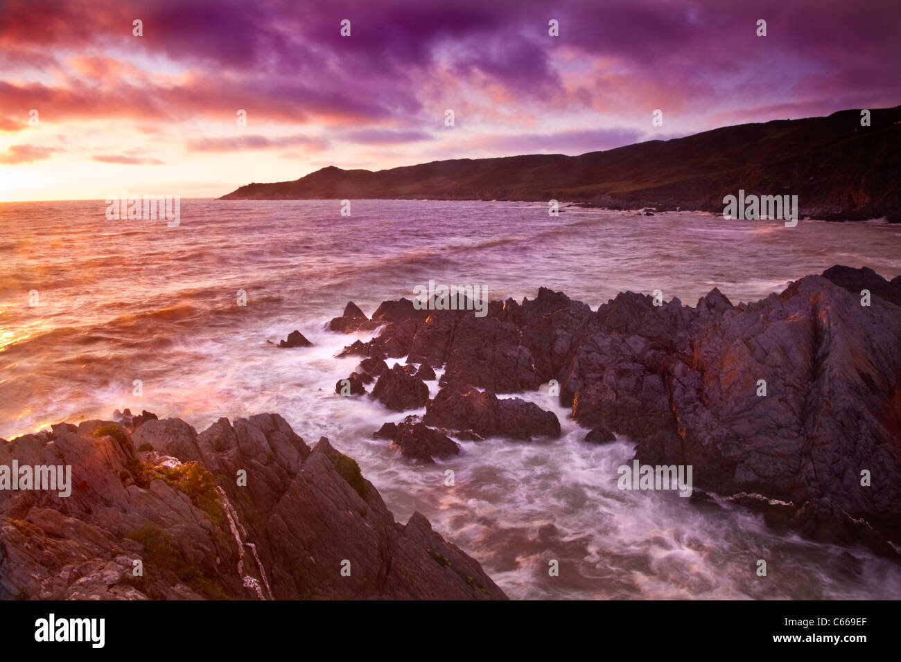 Sonnenuntergang über den Bristolkanal vom Barricane Strand, Woolacombe, Blick in Richtung Morte Point, North Stockbild