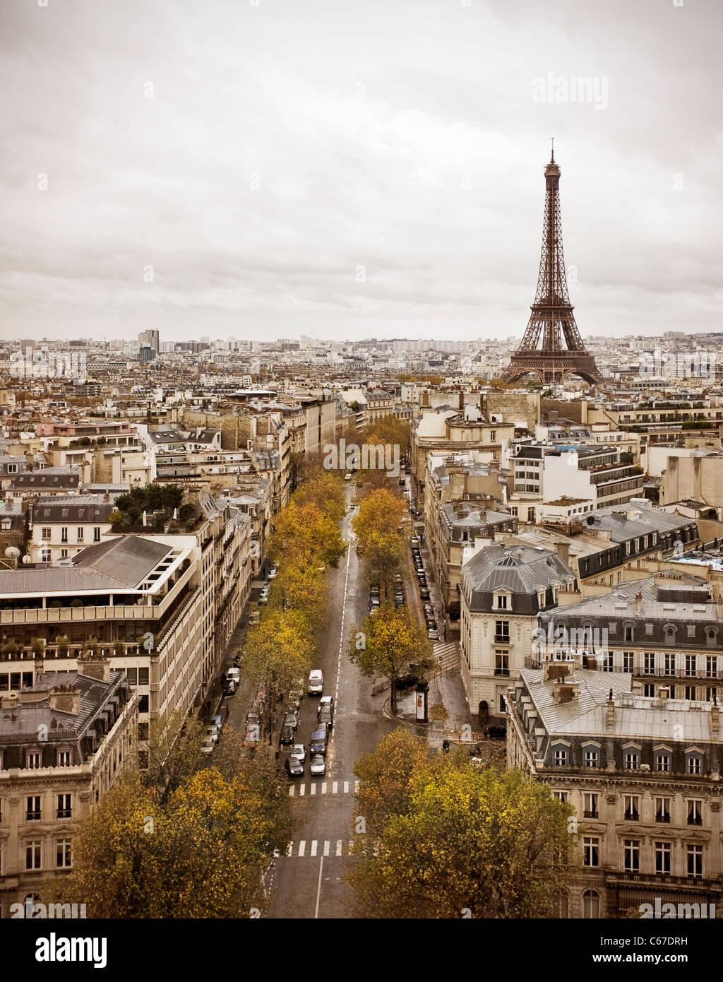 Skyline von Paris mit Eiffelturm. Stockbild
