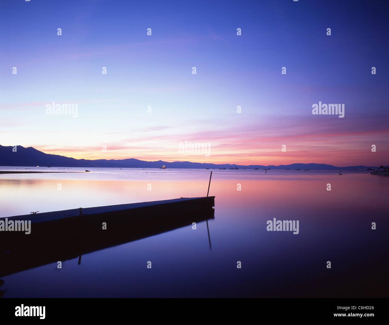 Süd See bei Sonnenuntergang, Lake Tahoe, Sierra Nevada, California, Vereinigte Staaten von Amerika Stockbild