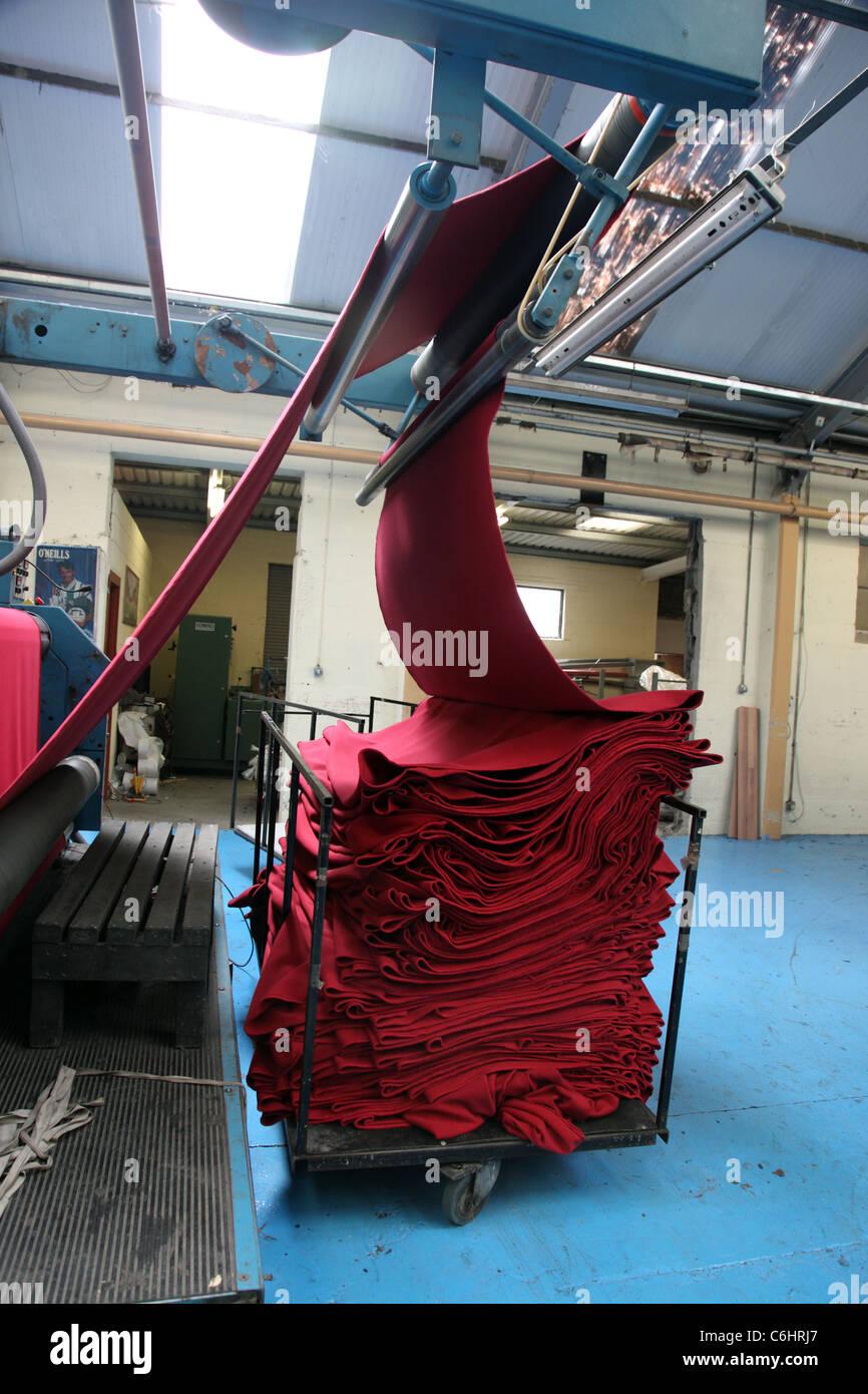 Sportbekleidung-Vlies herzustellen, O'Neills Sportswear, Dublin, Irland Stockbild
