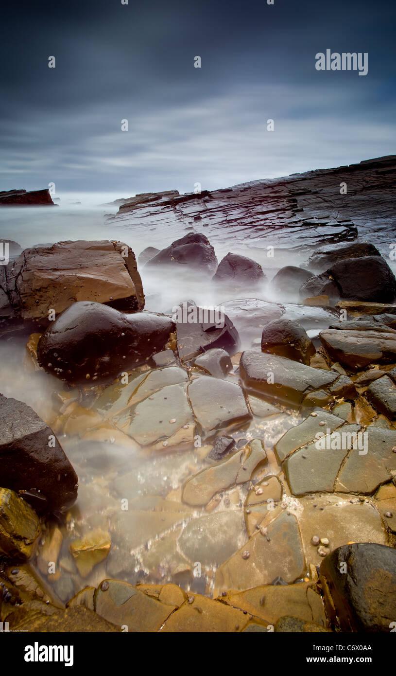 Seelandschaft mit verschwommen Wasser Stockbild