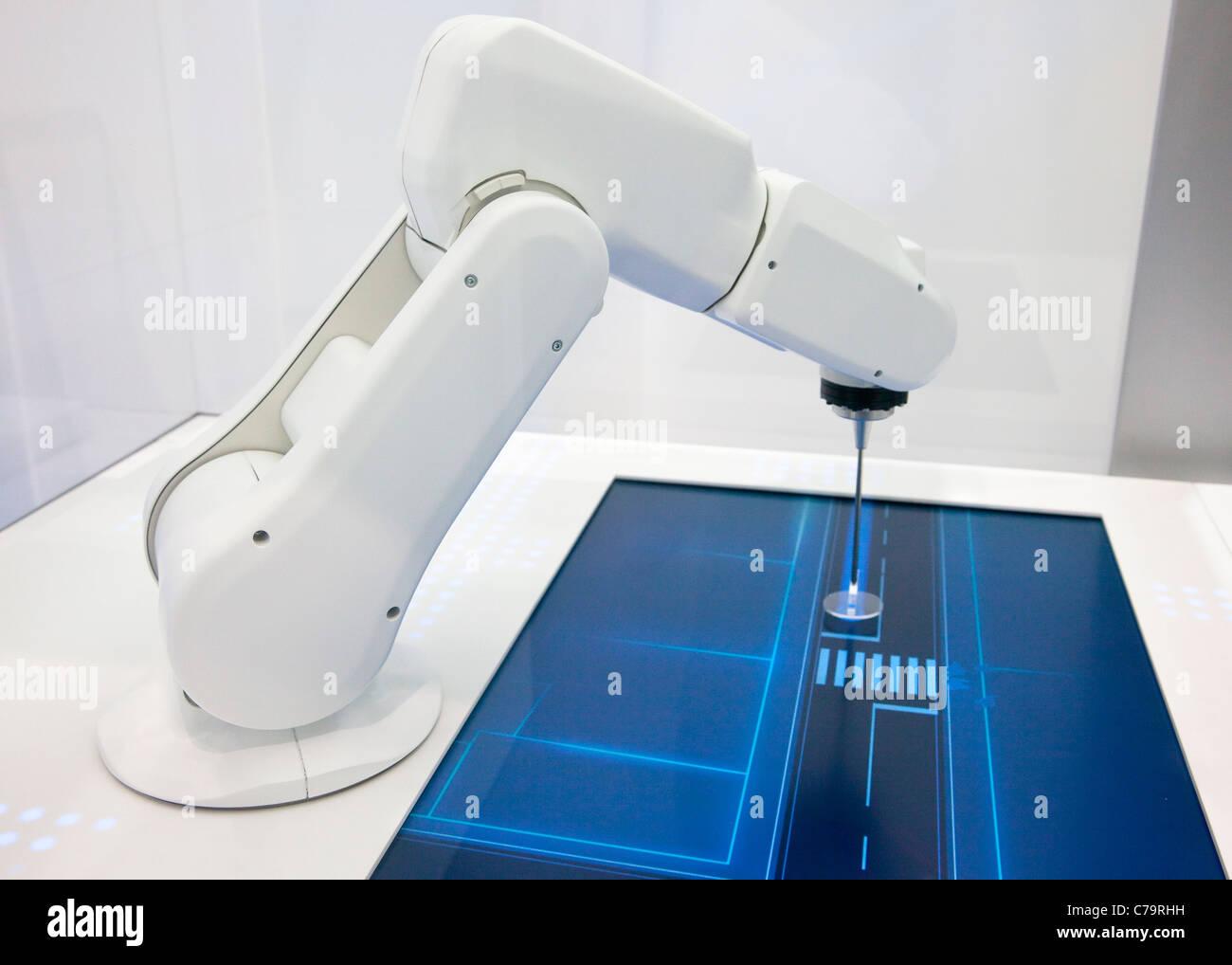 BMW Efficcient Dynamik Präsentation mit Roboter auf der IAA 2011 International Motor Show in Frankfurt Am Main, Stockbild