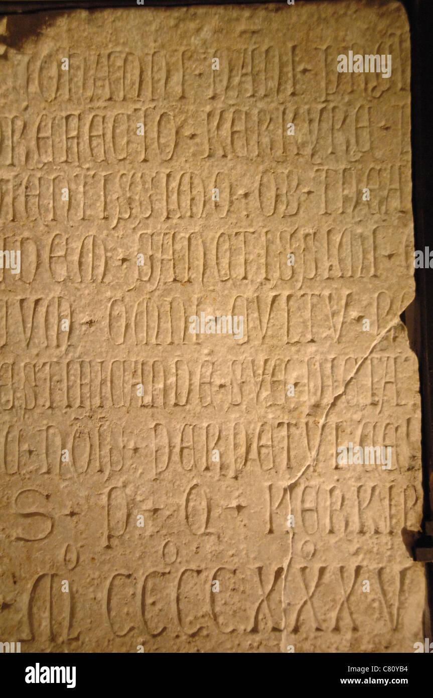 Lateinische Inschrift zum Gedenken an Giovanni Nani, Konsul für Korfu, 1435. Alte Festung Museum. Corfu. Ionischen Stockbild