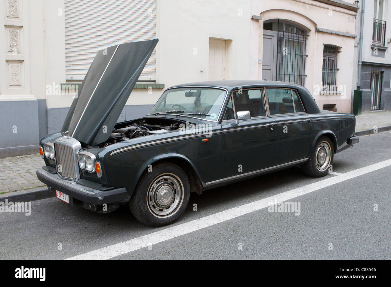 1980 t2 Bentley Motors Auto Motorhaube Motorhaube bis unten gebrochen Stockbild