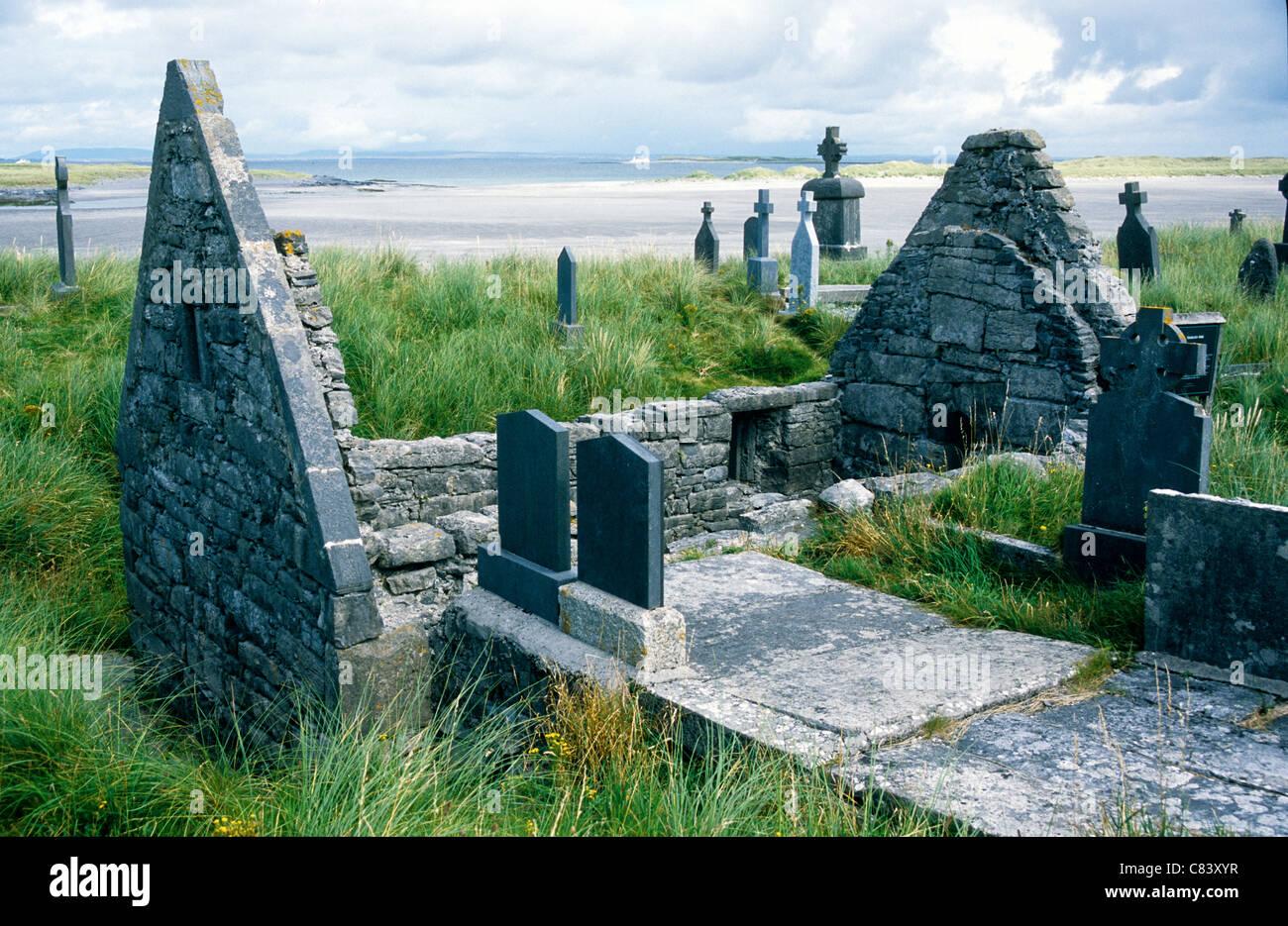 Die alten ruiniert Kirche St. Enda bei Killearey auf Inis Mor, Aran-Inseln, Galway Irland. Stockbild