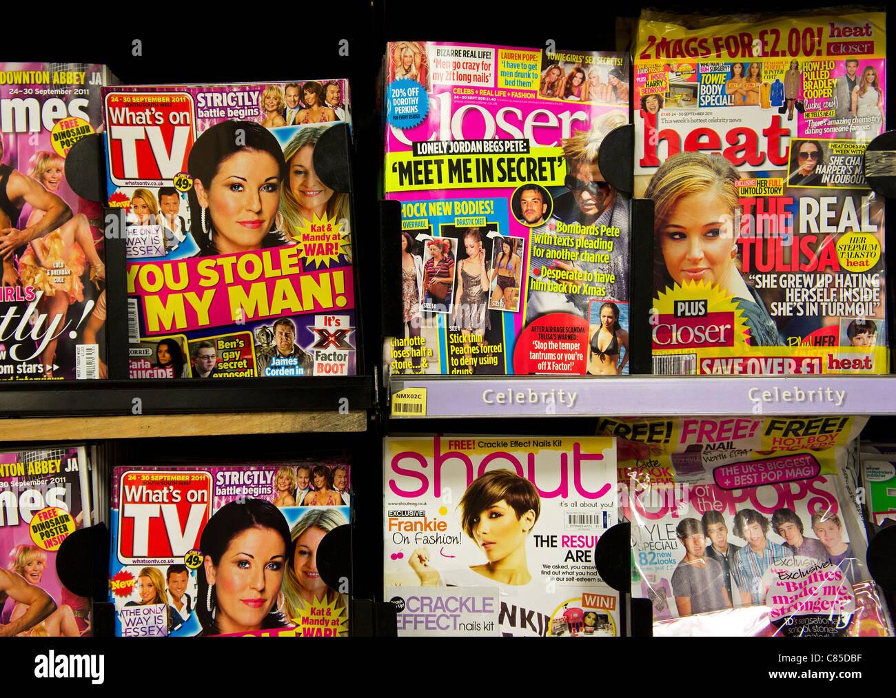 Promi-Chat-Zeitschriften in einem uk-Kiosk-shop Stockbild