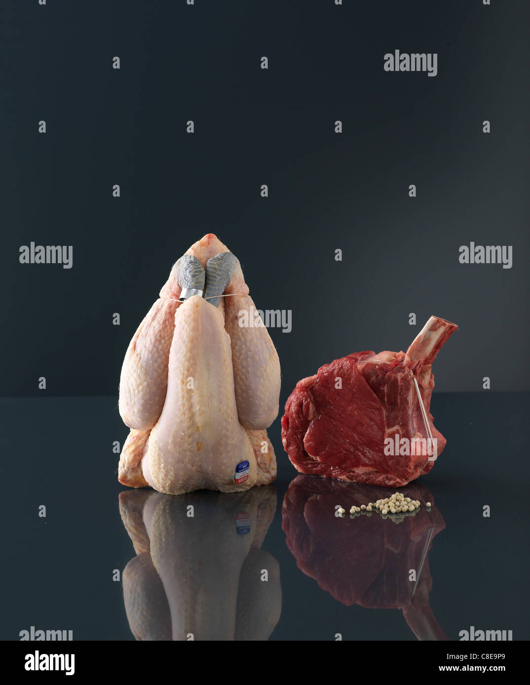 Rohem Hühnerfleisch und rohes Rindfleisch chop Stockbild