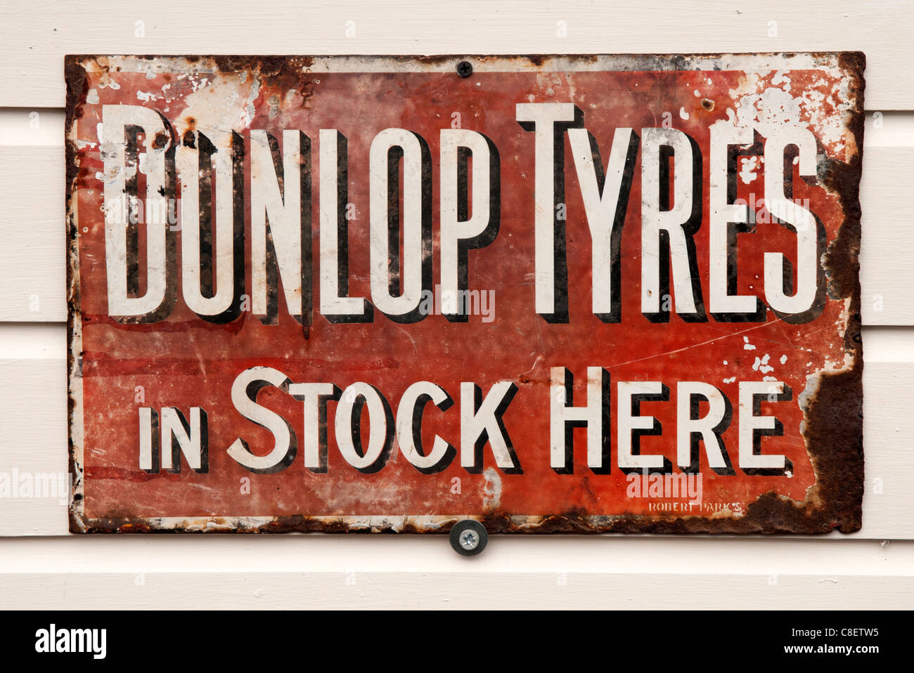 alten Dunlop-Reifen-Werbung Stockbild