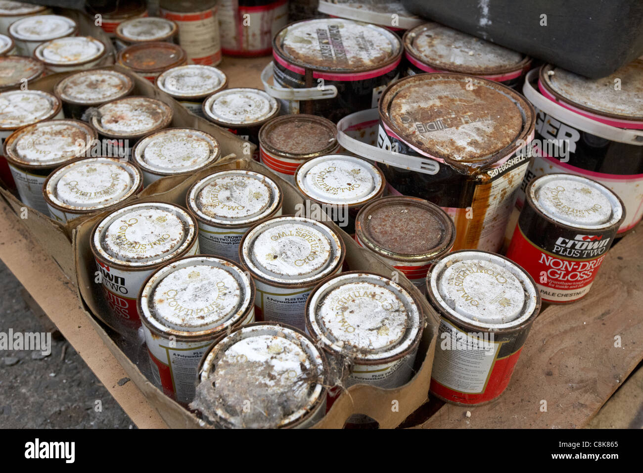 rusty cans stockfotos rusty cans bilder alamy. Black Bedroom Furniture Sets. Home Design Ideas