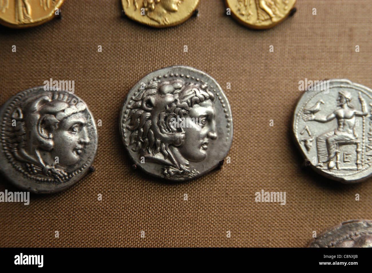 Antike griechische Münzen Alexanders des großen aus der numismatischen Sammlung des Pergamonmuseums in Stockbild