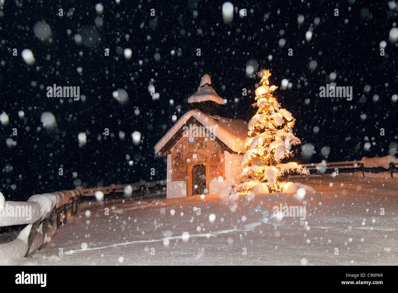 snowfall stockfotos snowfall bilder alamy. Black Bedroom Furniture Sets. Home Design Ideas
