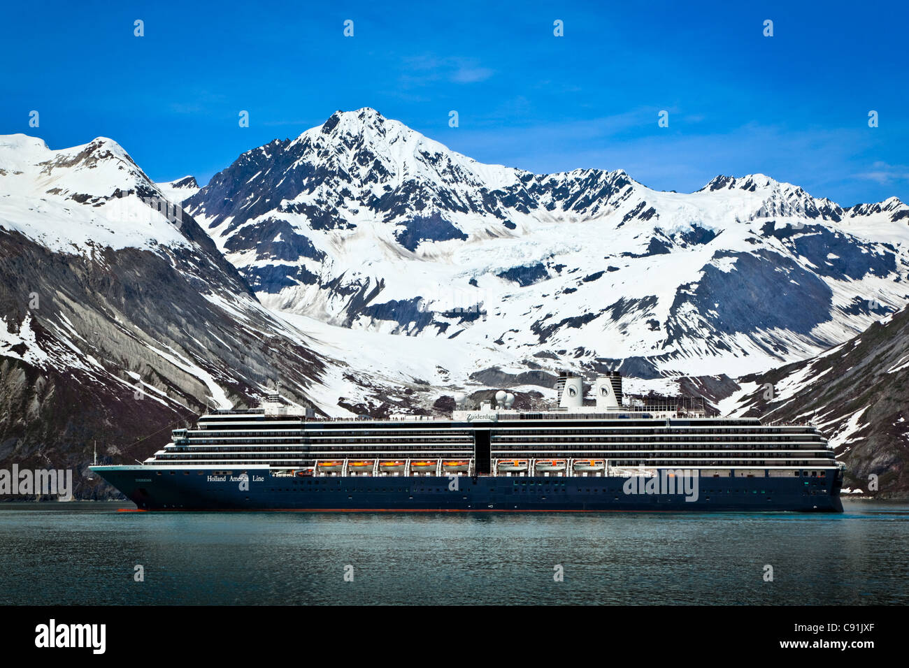 Holland America cruise Schiff auf Johns Hopkins Gletscher, Glacier Bay Nationalpark, Alaska Stockbild