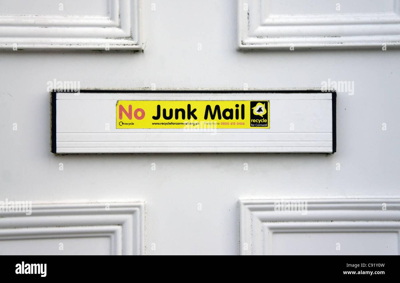 """Eine """"keine Junk-Mail"""" Mitteilung über einen Briefkasten Stockbild"""