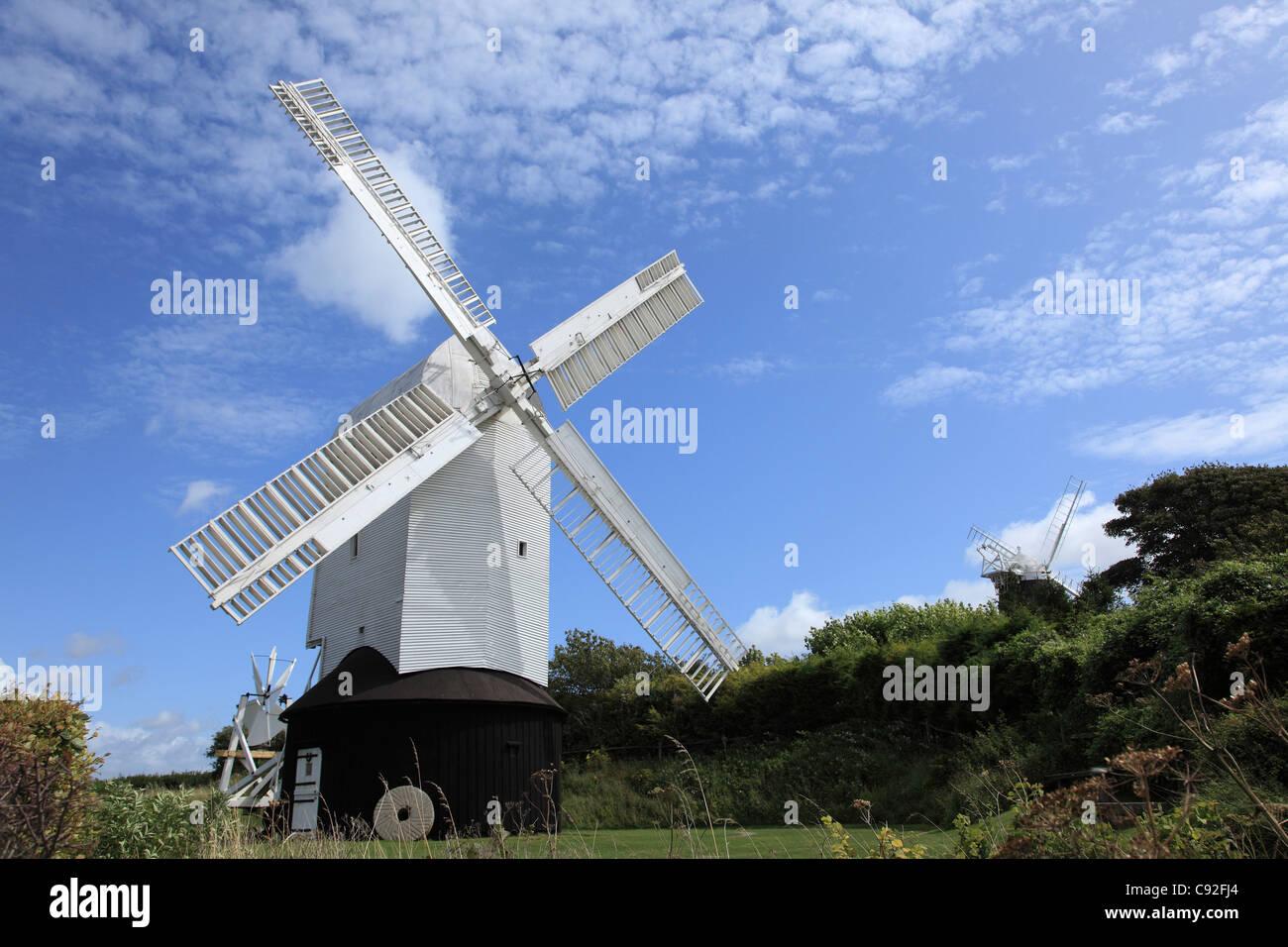Es gibt mehrere historische Windmühlen in der Sussex Downs. Stockbild