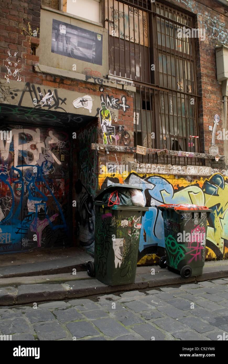 Hosier Lane ist ein berühmter Ort in Melbourne durch seine anspruchsvolle urbane Kunst, Wandbilder oder Graffiti. Stockbild