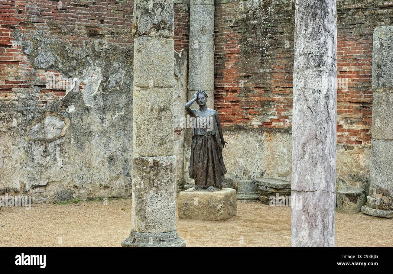 Statue der Schauspielerin Margarita Xirgu spielt die Rolle der Medea (Escultor Eduardo Acero, Merida, Spanien) Stockbild