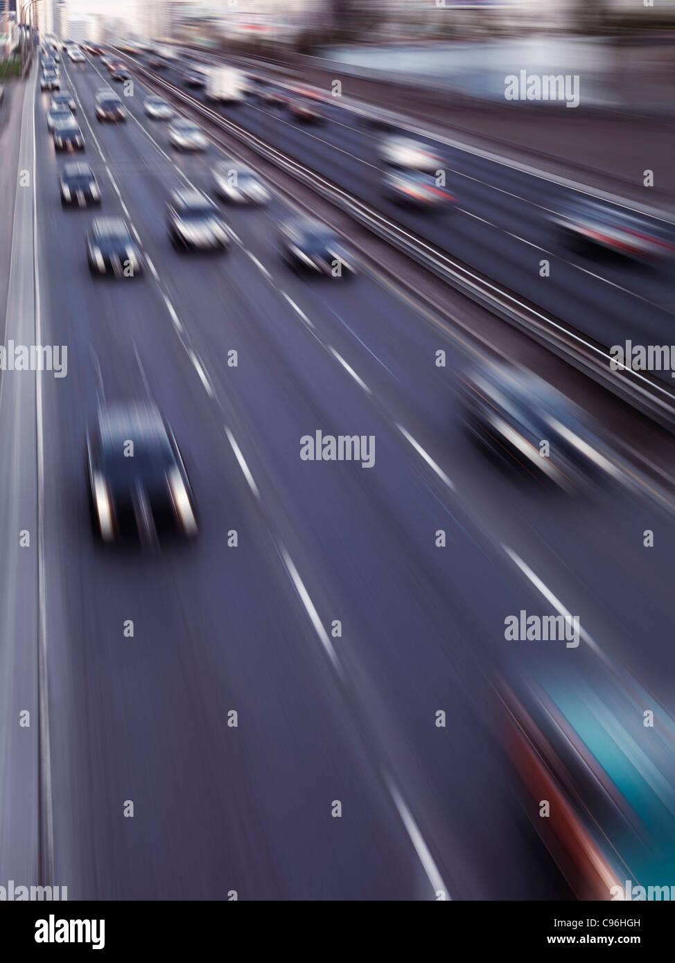 Dynamische Foto von Autobahn-Verkehr in Bewegung. Toronto Gardiner Expressway. Ontario, Kanada. Stockbild