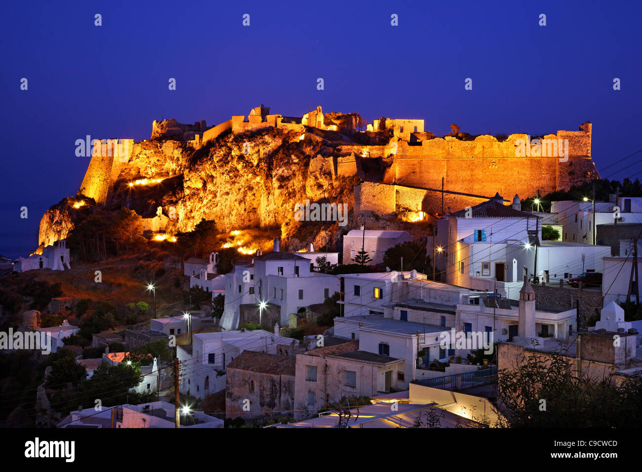 """Teil von Hora (""""Hauptstadt"""") der Insel Cythera (oder """"Kythira"""") mit seiner venezianischen Burg Stockbild"""