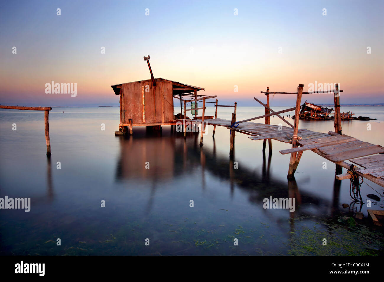 "Stelzen-Hütte im Delta des Axios (auch bekannt als ""Vardaris"") Fluss, Thessaloniki, Makedonien, Griechenland Stockbild"