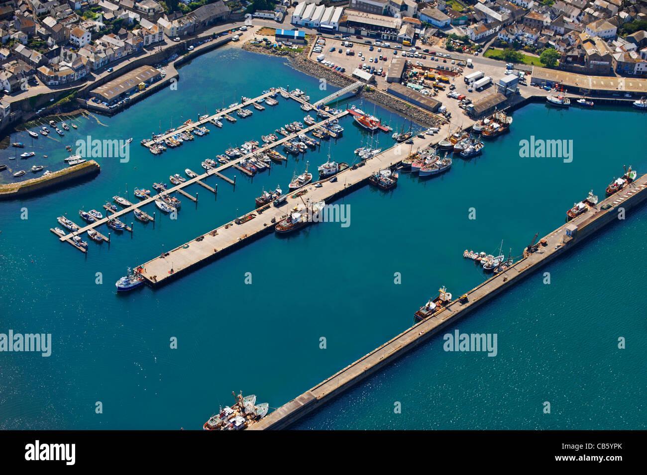 Luftaufnahme des Hafen mit Fischerbooten Stockbild