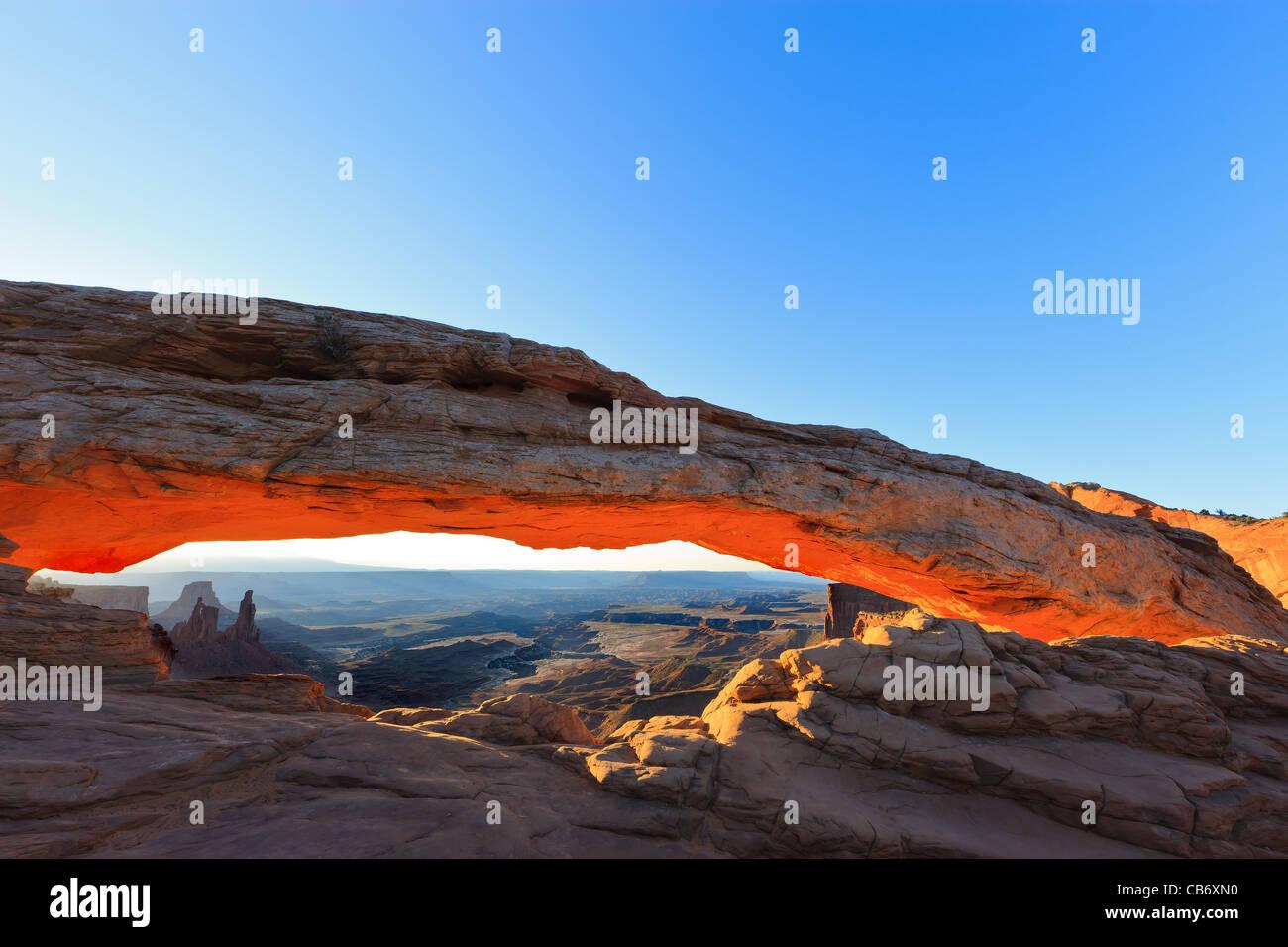 Sunrise-Mesa Arch, Insel im Stadtteil Himmel, Canyonlands National Park Stockbild
