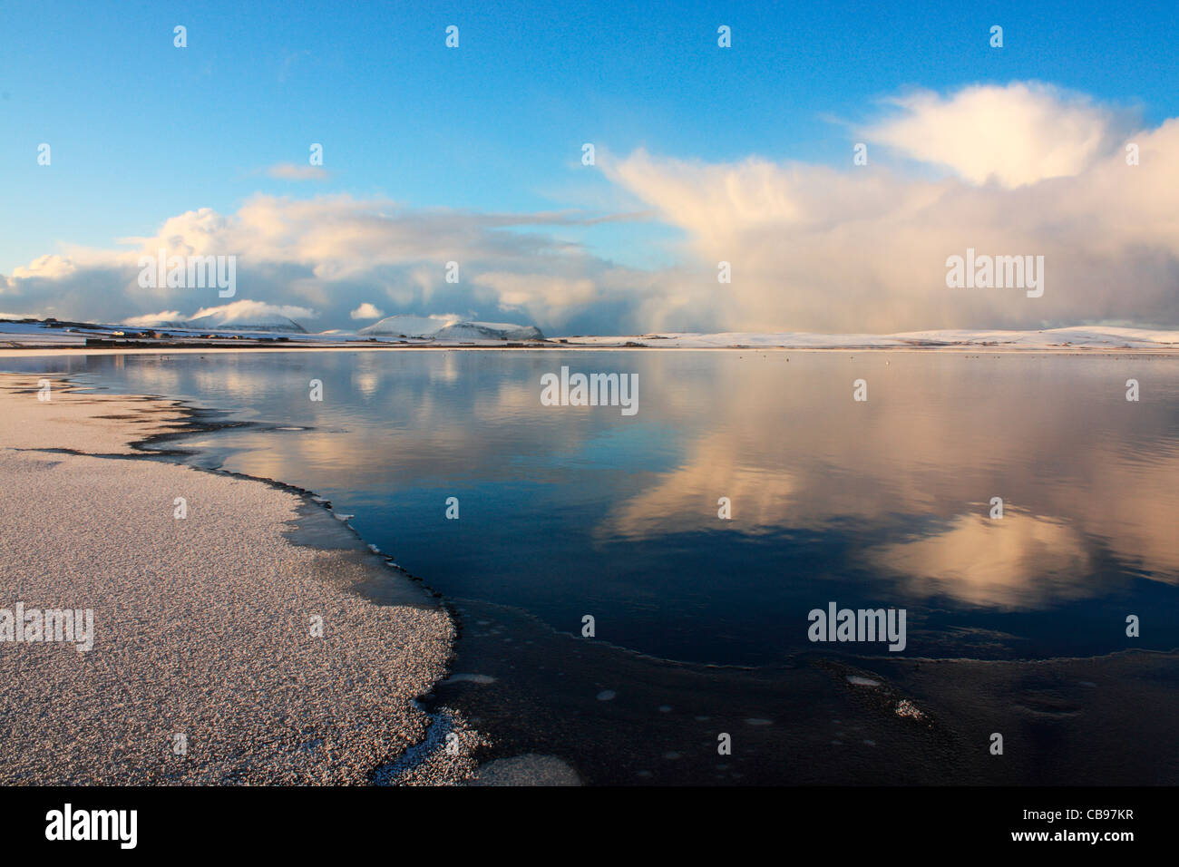 Teilweise Stenness Loch auf Orkney eingefroren Stockbild
