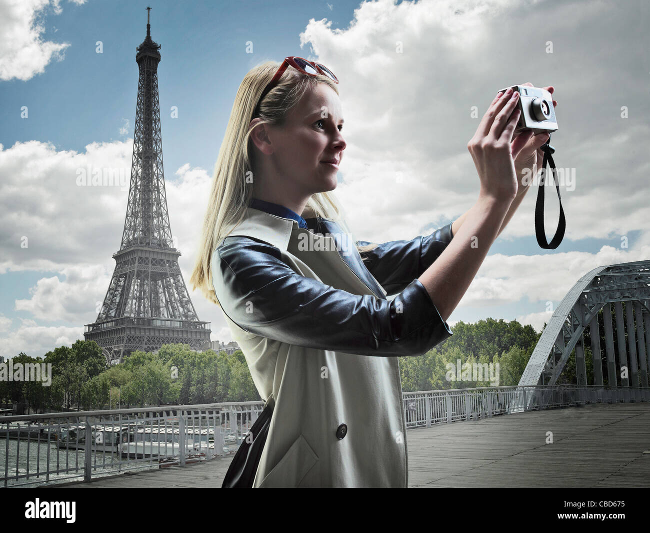 Frau Fotografieren in Paris Stockbild