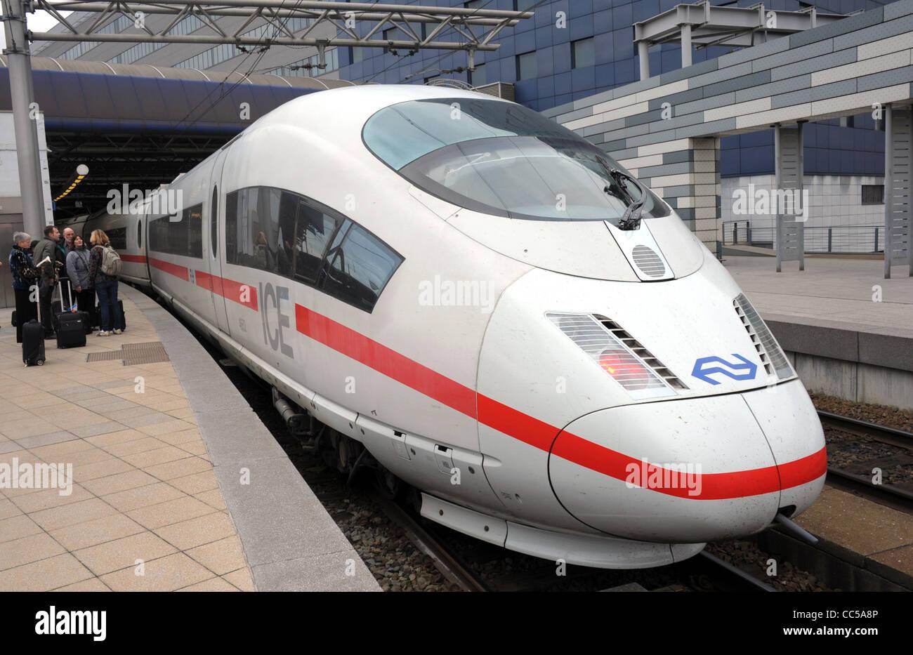 ICE-Zuges, ICE-Zuges der Deutschen Bahn (Deutsche Bahn) Stockbild