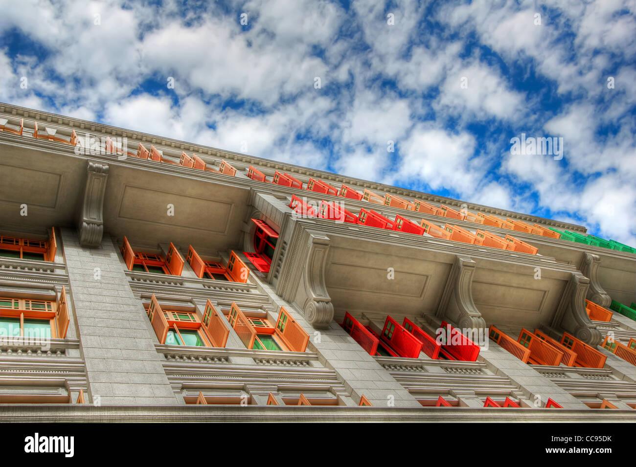 Fensterläden, Farbe & Sky | MICA-Gebäude | Singapur Stockbild