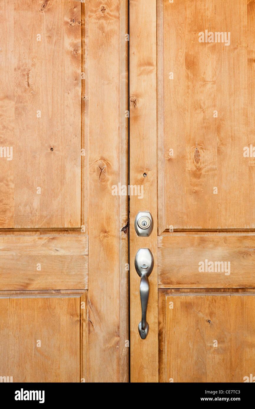 Hölzerne Eingangstür des Hauses in Phoenix, Arizona Stockbild